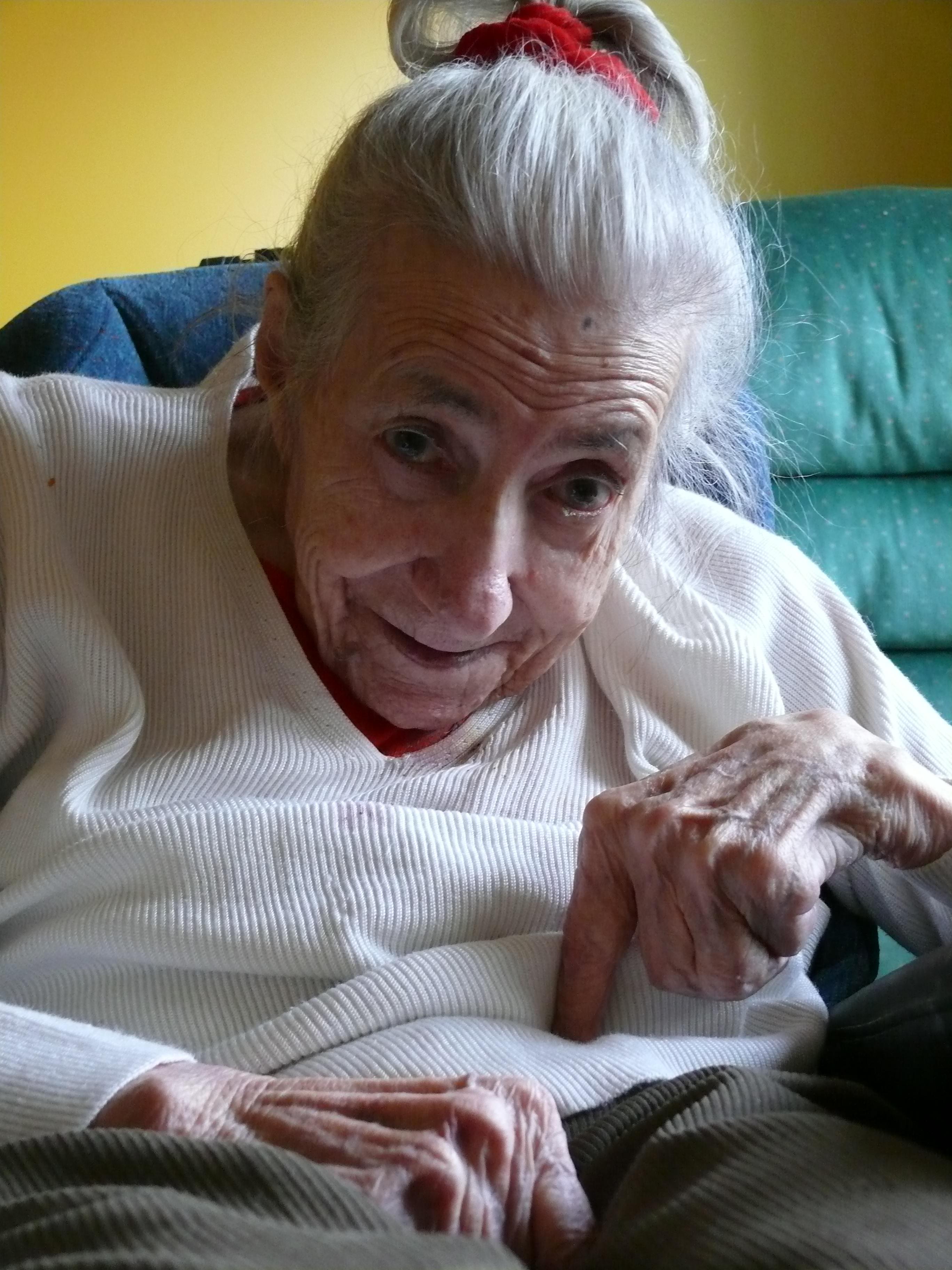 Heute leben in Deutschland etwa 1,4 Millionen Menschen mit Demenzerkrankungen. Ungefähr zwei Drittel davon leiden an der Alzheimer-Demenz. Ihre Zahl wird bis 2050 auf 3 Millionen steigen, sofern kein Durchbruch in der Therapie gelingt.